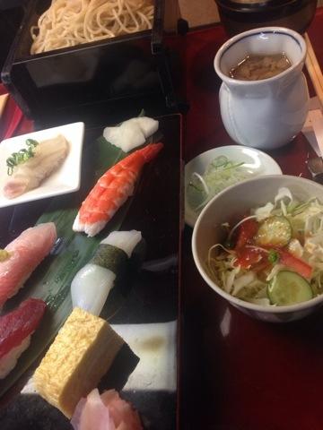 きざみ鴨汁とお寿司のセットです
