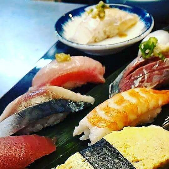 通し営業予告とお寿司です。