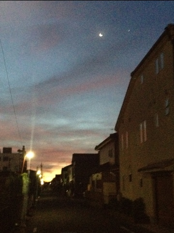 朝焼け  月    街灯