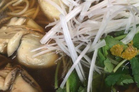 牡蠣の温かい麺 配達OK
